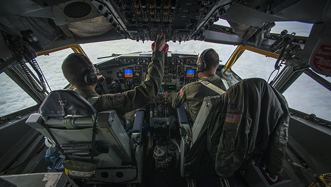 F-16 pilots, KC-135 crews team for mid-air refueling training